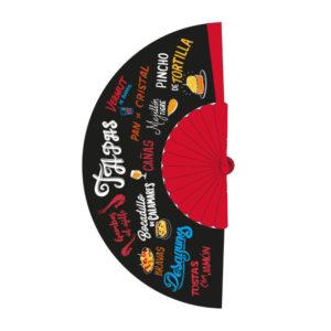 Abanico rojo, fondo negro, con estampado de nombres de tapas